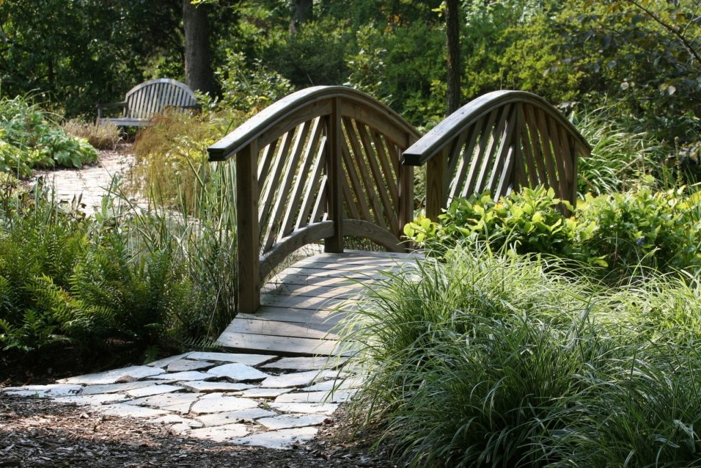 Pomysły na eleganckie schody w ogrodzie
